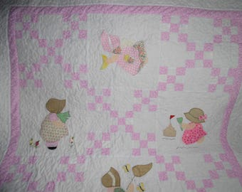 Sunnbonnet Sue Quilt in Pink and White