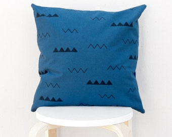 Modern triangle pillow Case, Blue triangle pillow cover, Geometric cushion cover