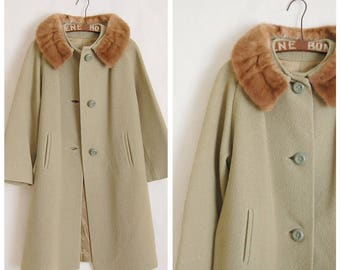Vintage 1960s pistachio green winter coat with real mink fur collar - small to medium