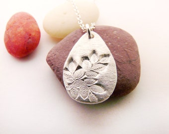 Silver Tiny Leaves Necklace
