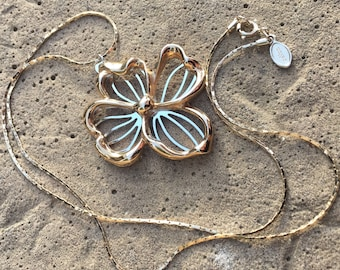 Beautiful Vintage Signed AVON Dogwood Flower Necklace