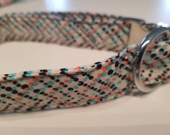 """Polka dots in scattered order"" collar"
