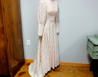 Vintage Hawaiian Lace Wedding Dress, Cream Lace Illusion Victorian Style with Train, Petite