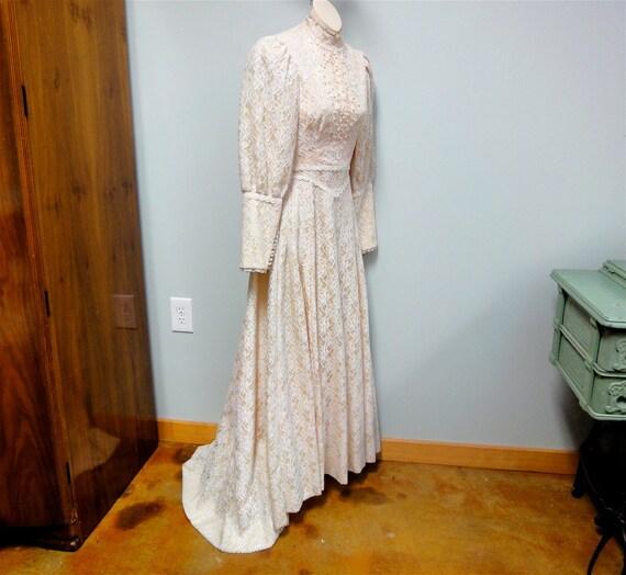 Vintage Hawaiian Lace Wedding Dress Cream Lace Illusion