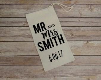 Personalized Mr & Mrs Wine Gift Bag, Wedding Gift, Wedding Shower Gift, Wine Bag