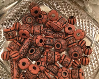 Mixed lot of brown and black resin beads