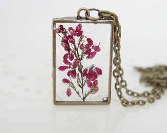 Resin Flower Necklace Botanical Jewelry Pressed Flower Pendant Real Plant Jewelry Dried Heather Terrarium Necklace Wearable Plant Necklace
