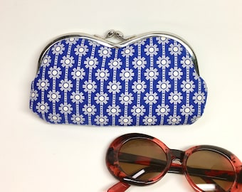 Kisslock Eyewear Case - Blue Daisy