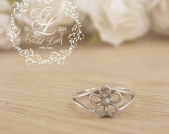 Flower ring, sterling silver ring, art ring, silver ring, V Band, floral detail, Free shipping