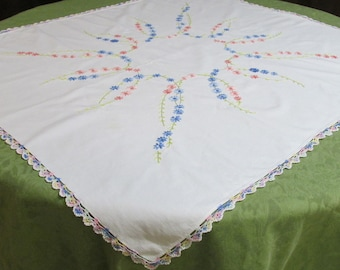 E16 – Vintage Embroidered Tablecloth Daisy Chain Pastels Spring Easter  36-1/2 x 32-1/2