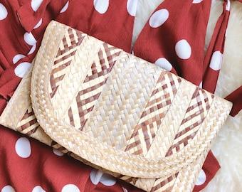 Vintage woven clutch / handwoven basket purse