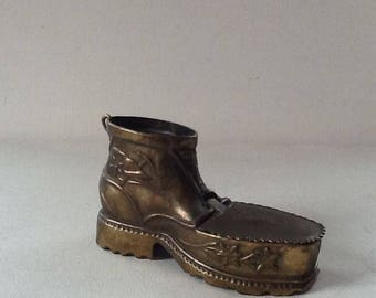 Vintage Brass Boot Ashtray / Brass Shoe with Lid / Vintage Tobacciana Collectible