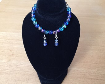 Bracelet and earring set made up of aquamarine, navy blue, purple and green glass beads, plus a magnetic clasp and hypoallergenic ear wires.