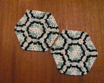 Vintage 70's Pair of White, Green and Black Hexagon Needlework Potholders - 70's Kitchen - Kitchen Trivet - 70's Pot Holder - Hot Plate
