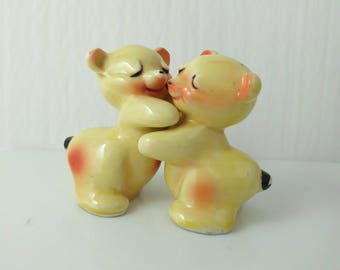 Hugging Teddy Bear Salt & Pepper Set Pale Yellow / Peach Pottery Ceramic Vintage Van Tellingen Bear Hug