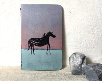Dark horse - handbedrucktes kleines Notizbuch - 9x14 cm - blanko // Moleskine, Notizheft, Illustration, Pferd, Pony
