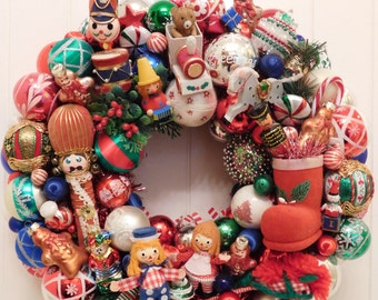 Vintage Ornament Christmas Wreath with Retro Sixties/Seventies Kitsch, Raggedy Ann and Andy in Toyland with Toy Soldiers and Clowns