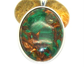 Reality Emerald cabochon 30 x 40 mm