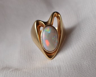 Bold and vivacious vintage 14K yellow gold Opal statement ring