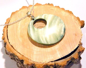 Round nacre pendant necklace Round green pendant necklace Green necklace