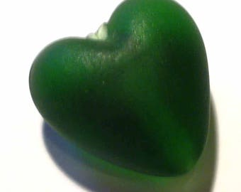 1 green opaque glass 20x20mm VCR109 green hearts