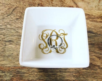 Personalized Ring Dish // Ring holder // Wedding Gift // Engagement Gift // Jewelry dish // jewelry holder // trinket dish // wedding ring