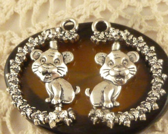Rotating Lion Cub Cat Kitty Kitten Charm, Moving Rotating Antiqued Silver (4) - S