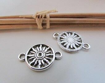 4 connecteur soleil 24 x 16 mm en métal  argenté  - trou 2.5 mm - 192.18