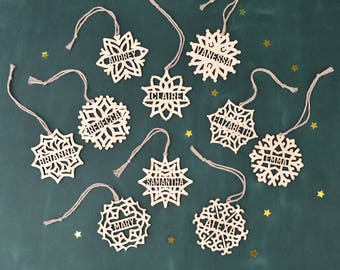 Set of PERSONALIZED CHRISTMAS ORNAMENTS Wooden Snowflake // Christmas Decoration - Custom Snowflake Ornament - Engraved Christmas Ornaments