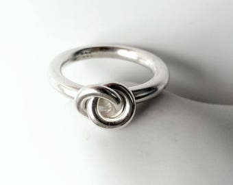 Round silver ring knot, infinity