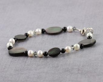 Seashell Bracelet Freshwater Pearl Jewelry Black Lip Shell Jewelry Gray Crystal Jewelry Black Pearl Bracelet June Birthstone Beach Jewelry