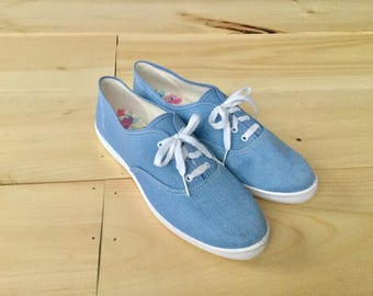 Girls Womens Vintage Size 8 Light Blue Canvas Lace up Sneakers USA