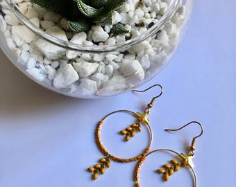 Small hoop earrings - mustard enameled epi - miyuki beads.