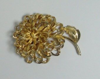 CASTLECLIFF Gold Tone Large Flower Brooch Pin. Signed