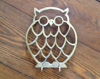 Brass owl trivet hot pad pot holder gold metal bird animal kitsch retro chic hipster kitchen home decor