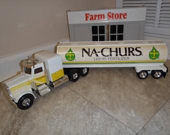 Ertl 1/32 Na-Churs Fertilizer Peterbuilt Semi