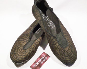 Henna Shoes, Toms shoes women, Shoes, Schuhe, Custom, Canvas, Painted shoes, Black and golden - Black Hand Painted Henna Shoes
