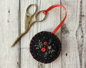 Hand Embroidered Scissor Fob with Red Flowers, Upcycled Felted Sewing Accessory, Scissor Charm, Sewing Gift, Craft gift