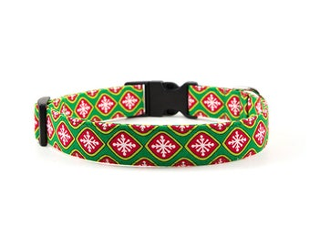 Christmas Dog Collar // Size S-XL // Adjustable Length // Fabric: Red & Green Geometric Snowflakes