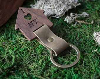 Wooden Leather Keychain -New York  Walnut Key Chain America, State of USA. wood key chain. Leather key ring. Boyfriend Groomsmen gift.
