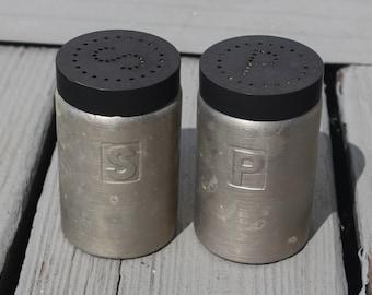 Salt & Pepper Vintage brushed aluminum Salt and Pepper Shaker Set with Lids