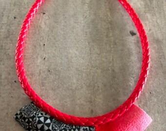 collier ras de cou torque motif carreau de ciment noir et blanc - nouvelle collection