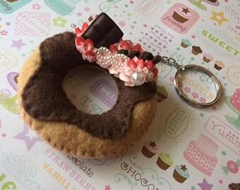 Decoden Doughnut Keychain, Strawberry Frosted Doughtnut Plush