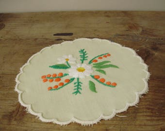 Lovely,Vintage,Hungarian handmade embroidered doily,DAISY,flower pattern,Cottage/Shabby Chic