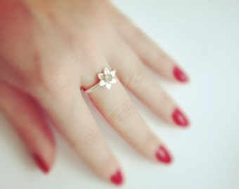 Silver Daffodil Stacking Ring