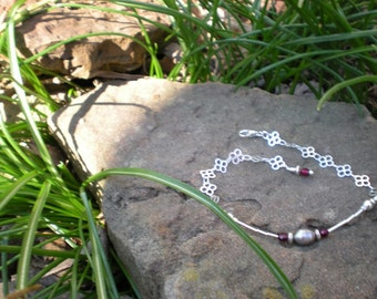 Grey Pearl bracelet, sterling silver, garnet and cultured freshwater pearl
