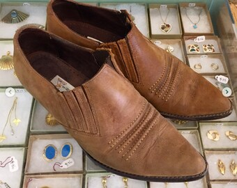Vintage 80s Brown Suede leather ankle booties  Size 8 (may fit size 7 1/2) by Guess By Georges Marciano Made in Spain