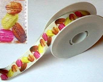 Ribbon badge 25 mm beige background