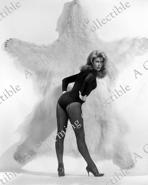 Elizabeth Montgomery 8x10 Or 11x14 Sexy Leggy Panty Hose