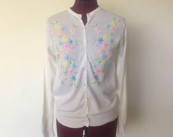 60s Cardigan Sweater Embroidered Flowers Pastels size XS S
